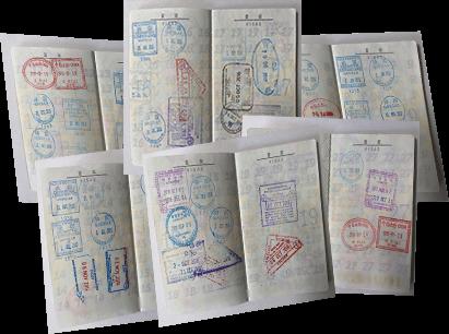 様々な国の渡航先が記されたパスポート画像1